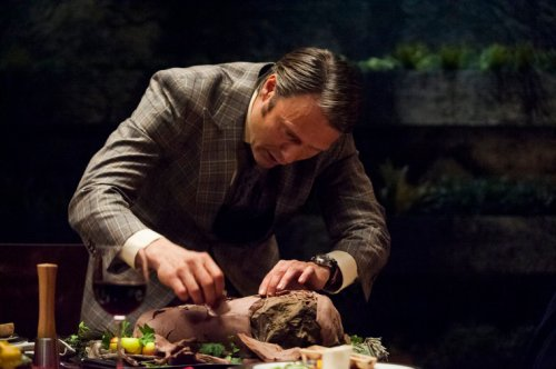 Image: Hannibal cracking the clay on a roast thigh