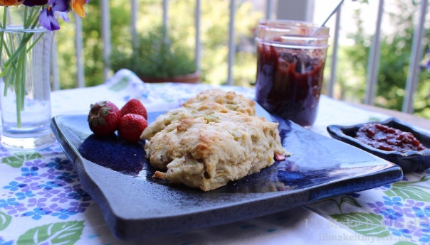 Rhubarb Cream Scones | I'll Make It Myself! 3